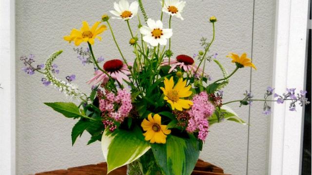 Hanairoガーデンの花でテーブルフラワーを作りましょう